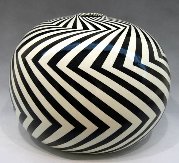 "2011.004 | Jack Moulthrop |  ZZ | ceramic | 14 x 18"" round 